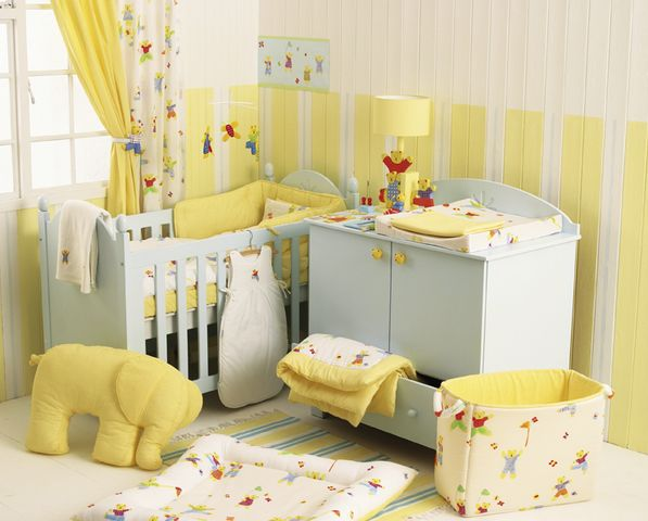 Baby girl nursery idea soft yellow and beige baby room - Habitaciones para ninas ...